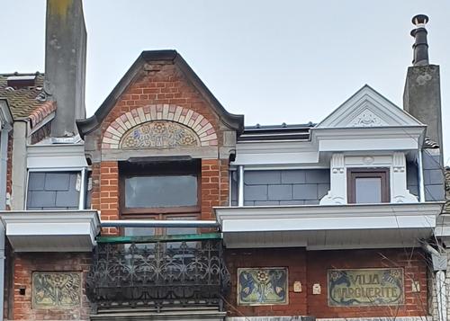Bardage en façade avant ethernite + corniche + restauration des boiseries à l'identique